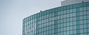 Rotterdamse Dakendagen opent met hoge stunt vanaf WTC Rotterdam